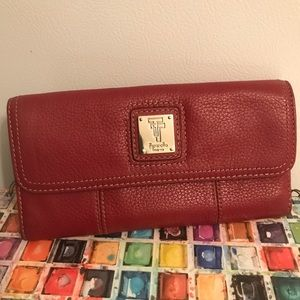 Tignanello Red wallet Beautiful excel condition